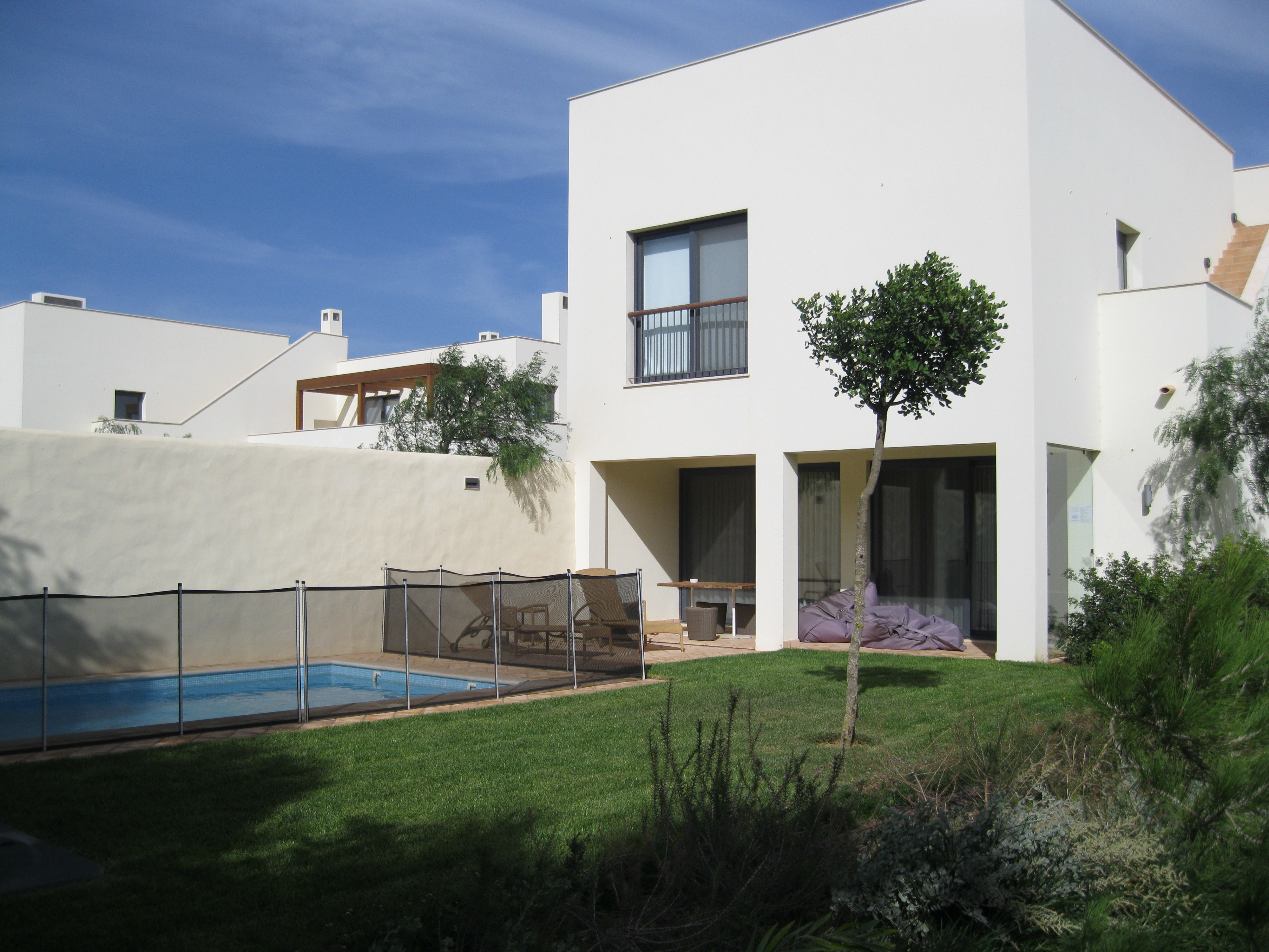 2 bedroom Pinewood House with pool