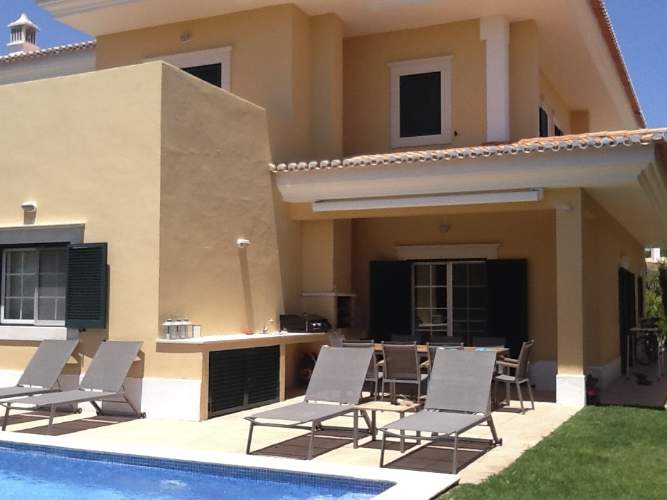 3 bedroom townhouse with private pool